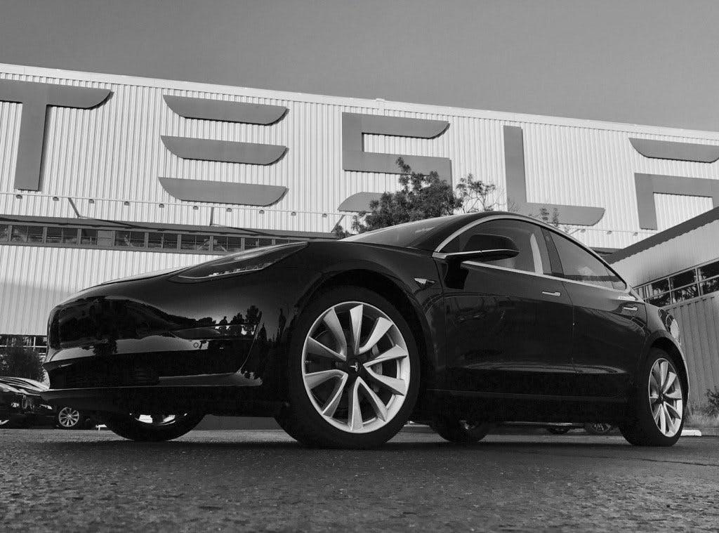 Tesla Model 3: Das sagen die ersten Tests zum iPhone auf Rädern