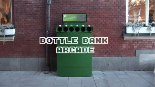 Wegwerfspiel: Bottle Bank Arcade macht das Entsorgen von Altglas zum Spiel.