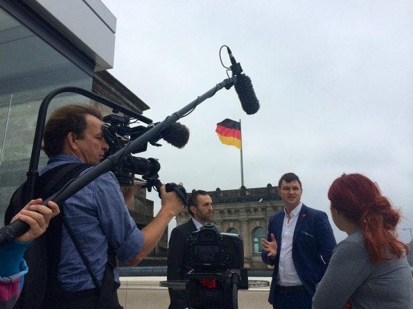 Über die Grenzen der lokalen Startup-Community hinaus bekannt: Jan Beckers im Fernseh-Gespräch mit dem netzpolitischen Sprecher der CDU.