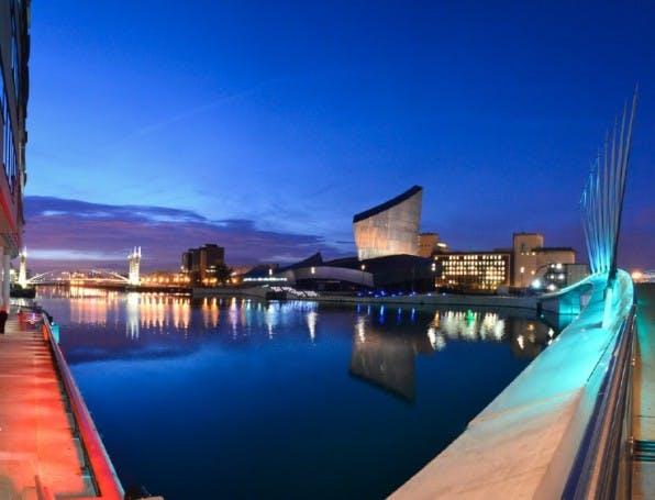 Manchester profitiert von niedrigen Mieten und der guten Anbindung an die britische Hauptstadt. (Foto: Dom Crossley / Flickr / Lizenz: CC by 2.0)
