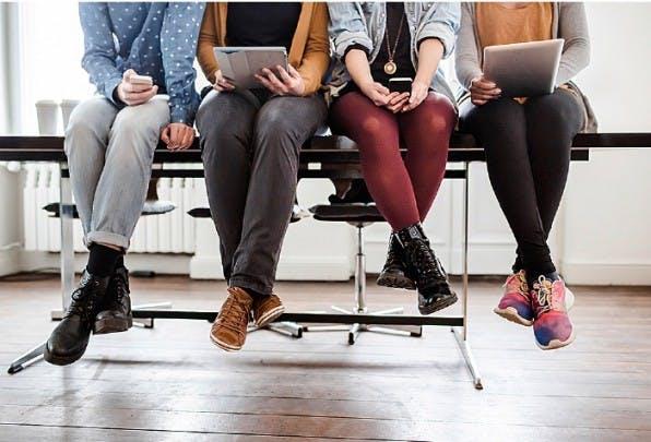 Wer ist hier der Boss? Führung ist in unserer digitalen Welt vielschichtiger und komplexer geworden. Mehr denn je kommt es darauf an, mit Mitarbeitern auf Augenhöhe zu kommunizieren. (Foto: TommL / iStock)