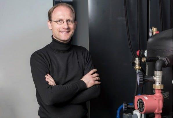 Mitgründer Jens Struckmeier bietet mit seinem Startup Cloud & Heat Cloud-Services an und nutzt die Abwärme der Server zum Heizen. (Foto: Cloud und Heat)