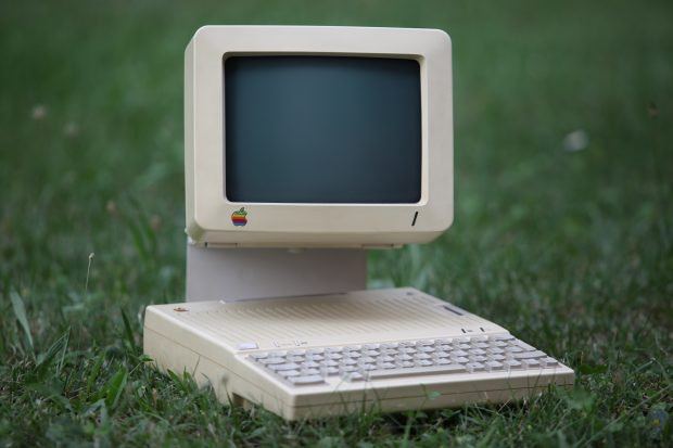 """Das erste Produkt der Zusammenarbeit zwischen Apple und Frogdesign: Der Kompaktrechner Apple IIc, vom Time Magazine zum """"Design of the Year"""" 1984 gekürt. (Foto: Bruno Cordioli / Creative Commons / Flickr)"""