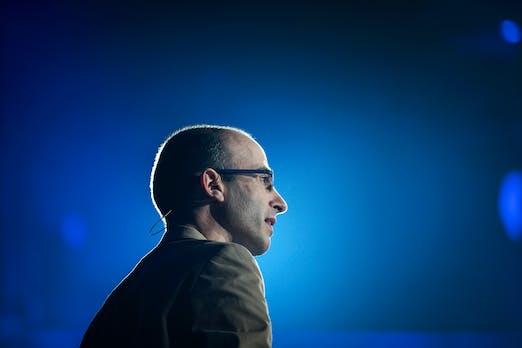 """Yuval Noah Harari: """"KI und Biotech könnten uns von unserer Säugetierform befreien"""""""