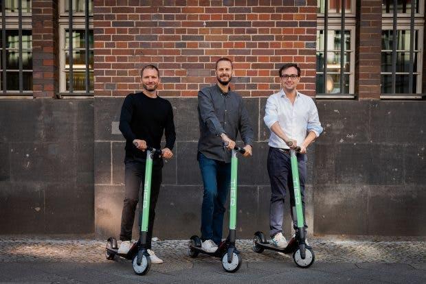 Das Gründerteam von Tier: Lawrence Leuschner, Julian Blessin und Matthias Laug. Die Szeneköpfe planen ein europaweites Verleihsystem für E-Tretroller. (Fotos: Tier Mobility)
