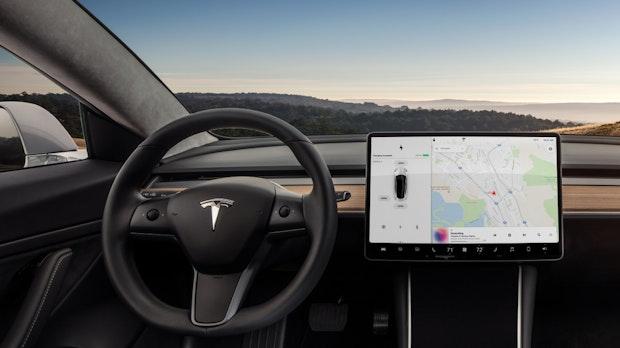 Software eats Spaltmaße: Was Autokäufern wichtig ist – und warum Tesla liefert