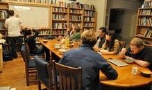 """Geekworld: """"Rainbow Mansion"""" - Das Epizentrum der Über-Geeks und Weltverbesserer"""