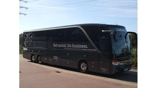 Der JamCamp-Bus ist das perfekte Transportmittel für Nerds. Es gibt nicht nur Kaffee, sondern auch WLAN und Strom ;-)