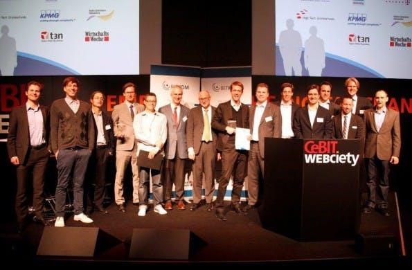 Innovators' Pitch 2011: Gruppenbild mit allen Finalisten und der Jury (Bild: Bitkom).