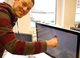 Das Apple Thunderbolt-Display: viel Fläche, die es regelmäßig zu reinigen gilt. Natürlich mit den Reinigungstwins.