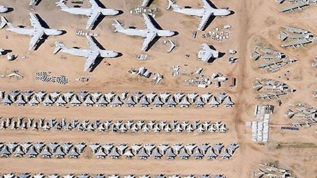 Google Earth: Schwarze Löcher, Heiratsanträge und Kampfjets auf dem Parkplatz [Bildergalerie]