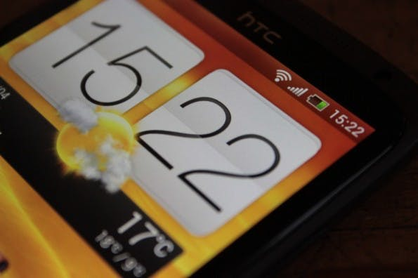 HTC one x display