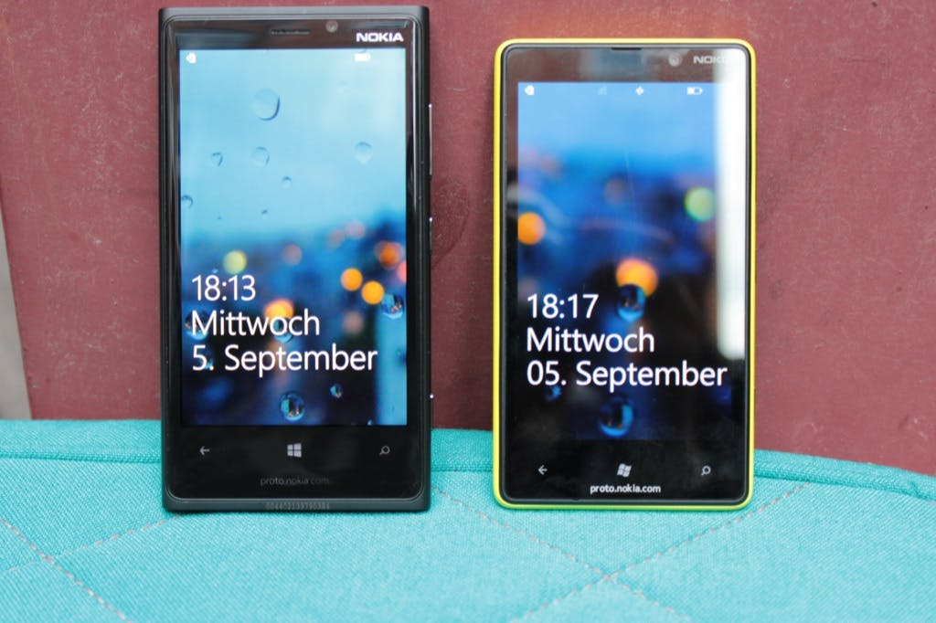 Nokia Lumia 920 vs Lumia 820