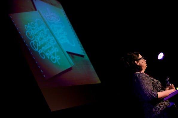 Eva-Lotta Lamm von Google rückte in ihrem Talk die Wichtigkeit des Improvisierens innerhalb des Design-Prozesses in den Vordergrund (Foto: Stefan Nitzsche)