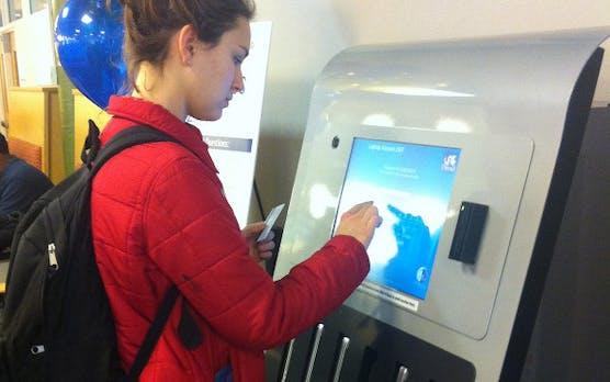 Studenten-Service: MacBooks aus dem Automaten