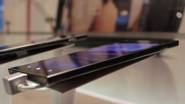 Lenovo IdeaPhone K900: Schlanker 5,5-Zoll-Androide mit Intel Dual Core-Prozessor [CES 2013]