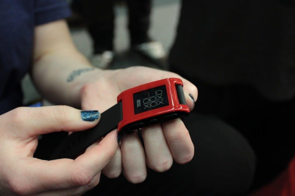 Smartwatch-Anbieter Pebble gibt auf – Fitbit übernimmt Teilgeschäft