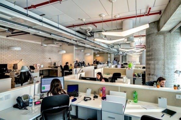 Google-Büro in Tel Aviv. Gute Teamarbeit ist essentiell für Innovationsfähigkeit. (Bild: Camenzind via Office Snapshots)