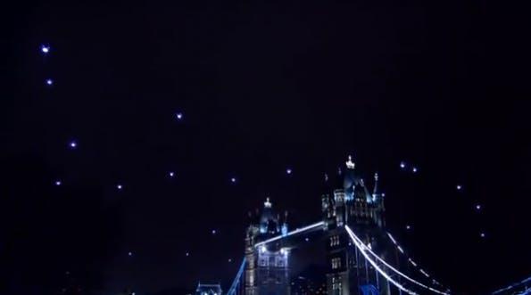 Quadrocopter-Formation zur Londoner Earth Hour 2013