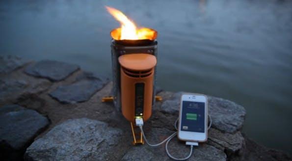 Das iPhone-Ladegerät BioLite CampStove wandelt thermische Energie in elektrische Energie um. Perfekt zum Campen. (Bild: biolitestove.com/)