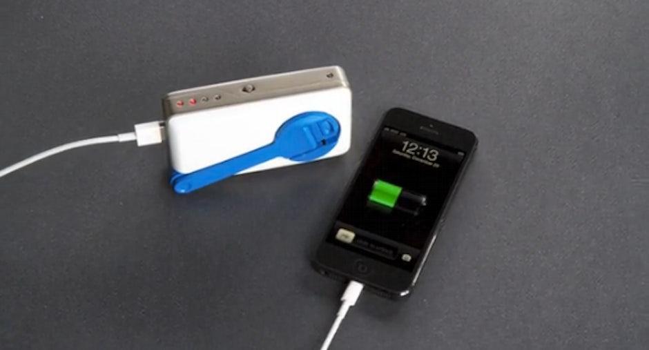 iphone ladeger t soscharger t3n digital pioneers. Black Bedroom Furniture Sets. Home Design Ideas