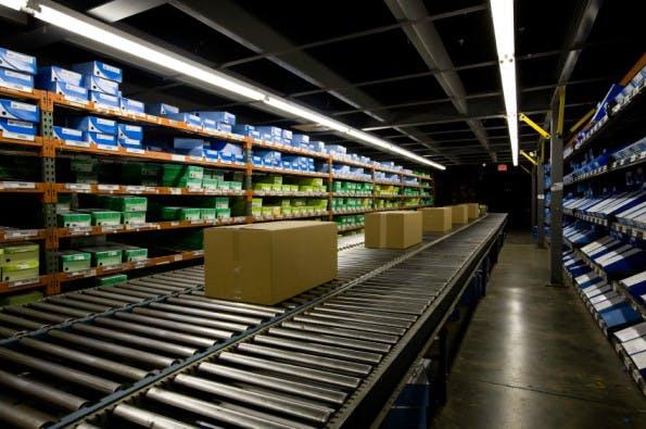 Logistikhandling ist eine der Kernfunktionen einer Versandhandelslösung.  (Foto: © iStockphoto/tbabasade)