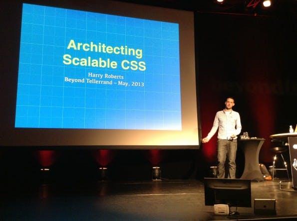 Harry Roberts von Sky zeigte, wie sich CSS so umsetzen lässt, dass es auch für Großprojekte flexibel und performant bleibt