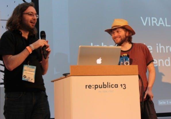 Zwei Experten auf dem Gebiet der Internet-Meme: Christian Heller und Snibeti Snab. (Foto: t3n.de)