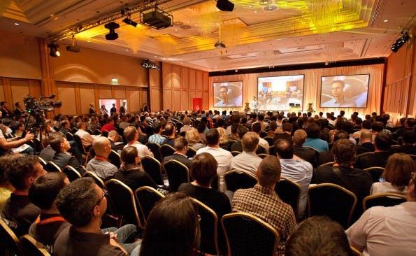 Rico Neitzel eröffnet die sechste Meet Magento 2012 ebenso in Berlin. (Bildquelle: Netresearch App Factory)