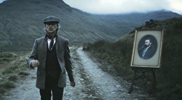 """In dem Storytelling-Video """"The Man Who Walked Around The World"""" erzählt der Schauspieler Robert Carlyle die Geschichte des jungen John Walker. (Screenshot: YouTube)"""