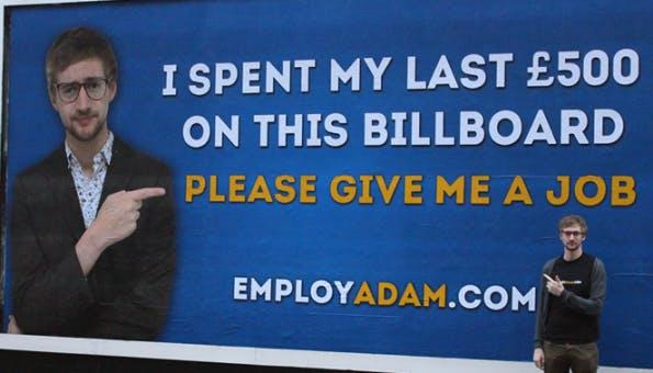"""Employ Adam macht auf Mitleid. Das jedoch mit vollem Erfolg. Am Ende wurde Adam Pacitti der neue """"Viral Producer"""" bei KEO Digital. (Screenshot: adampacitti.com)"""