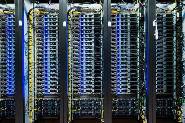 Eines von Dutzenden Server-Racks im neuen Facebook-Rechenzentrum in Luleå, Schweden.