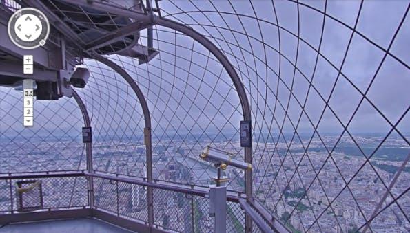 Mit Google StreetView über die Dächer von Paris vom Eiffelturm schauen. (Screenshot: Google StreetView)