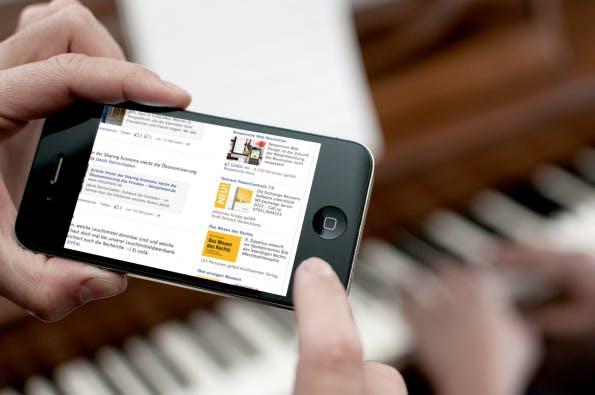 Soziale Werbeanzeigen machen den Anschein, als ob Freunde Seiten im Internet wie zum Beispiel bekannte Online-Shops auf Facebook emfpehlen.