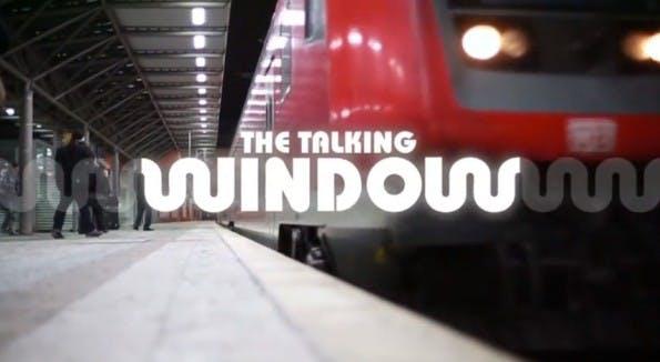 """Durch die """"Bone-Conduction-Technologie"""" können Fahrgäste Audio-Werbung direkt über das Zugfenster bekommen. (Screenshot: YouTube)"""