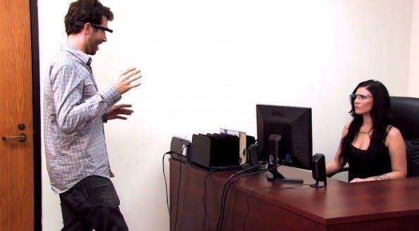 Google Glass Porno: Trotz der neuen Technik sollte man nicht zuviele Neuerungen in diesem filmischen Genre erwarten. (Bild: MiKandi/YouTube)
