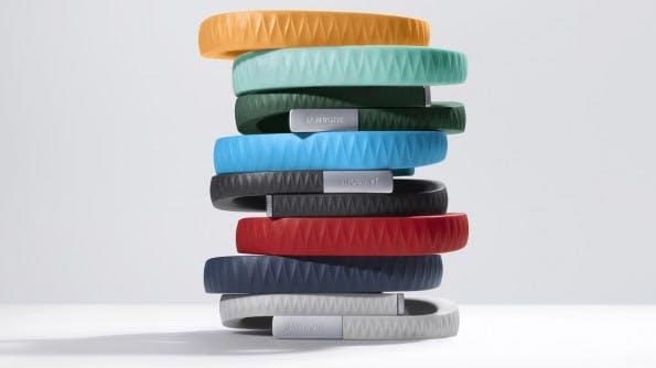 Das Jawbone UP gibt es in vielen Farben und drei verschiedenen Größen. (Foto: Jawbone)