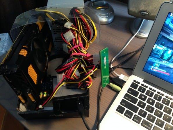 Abenteuerliches Wirrwarr: Die GeForce GTX 570 als eGPU an einem MacBook Air.