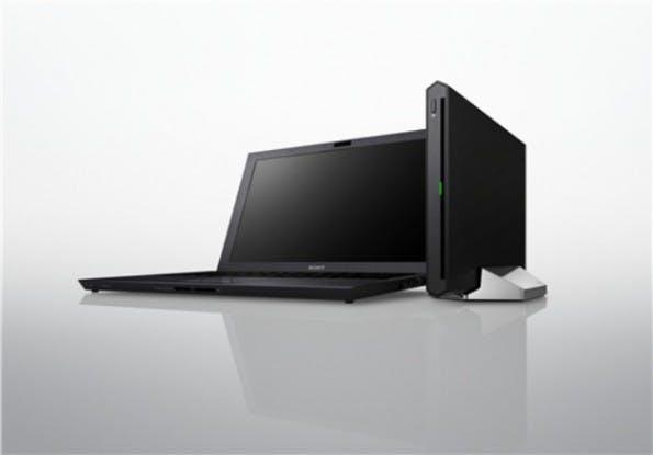 """Die kommerzielle Ausführung einer eGPU in Form des Sony Vaio Z von 2011 samt externem """"Power Media Dock""""."""