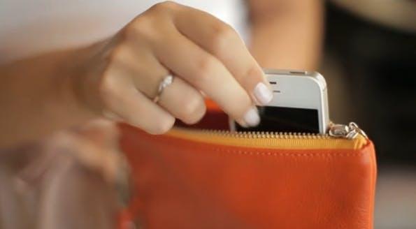 Akku-Tasche Everpurse: Kompatibel mit iPhone 4, iPhone 4s, iPhone 5, iPhone 5s, Samsung Galaxy S III und Samsung Galaxy S IV.
