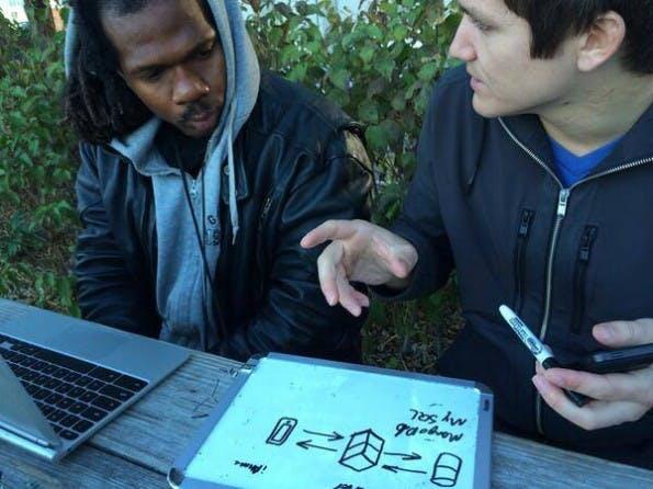 Leo (l.) und Patrick (r.) bei ihrem täglichen JavaScript-Unterricht. (Quelle: journeymancourse.com)