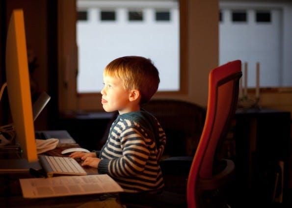 Es gibt mittlerweile viele Tools um Kindern zum Programmieren zu bringen. (Bild: Lars Plougmann / Flickr Lizenz: CC BY-SA 2.0)