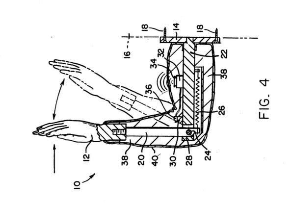 Patent: High-Five-Maschine für alle die lieber nur sich selbst ein High-Five geben wollen. (Bild: US-Patentamt)