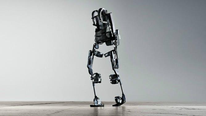 Ekso Bionics: Mit diesem High-Tech-Anzug stehen Rollstuhlfahrer wieder auf [Pioneers Festival]