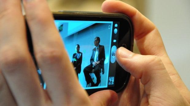 GEMA, VG Wort und Co. drohen Tech-Konzernen: Kommt jetzt die Smartphone-Abgabe?