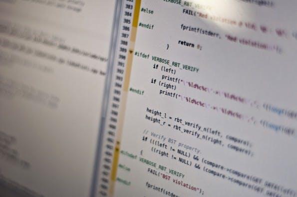 Man muss nicht gleich Entwickler werden – Grundkenntnisse in der Programmierung sind auch so sinnvoll. #FLICKR#