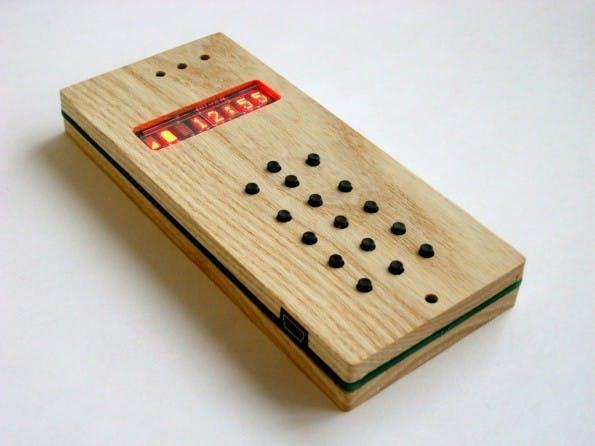 DIY-Handy: So sieht das fertige Mobiltelefon aus. (Bild: David A. Mellis / Flickr Lizenz: CC BY 2.0)