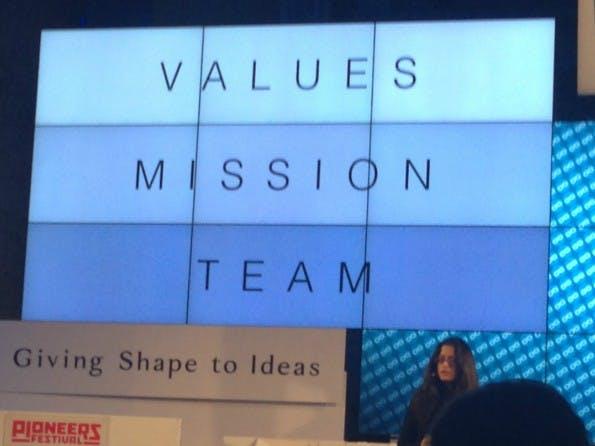 Values, Mission, Team: 3 Bausteine für gute Unternehmenskultur, wie Teli auf dem Pioneers Festival erklärt. (Bild; t3n.de)
