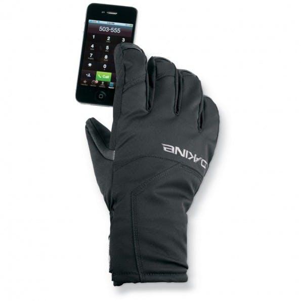 Mit einem Touchscreen-kompatiblen Handschuh kann auch ohne frierende Finger das Smartphone bedienen. (Quelle: dakine.com)