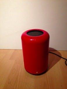 Mac-Pro-Nachbau sitzt in einem Abfalleimer. (Foto: Dschijn / tonymacx86.com)